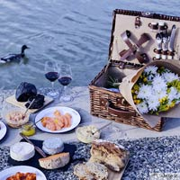 Saint-Michel Picnic Basket for 2 people