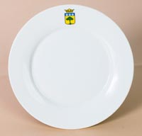 Plate 18 cm wide
