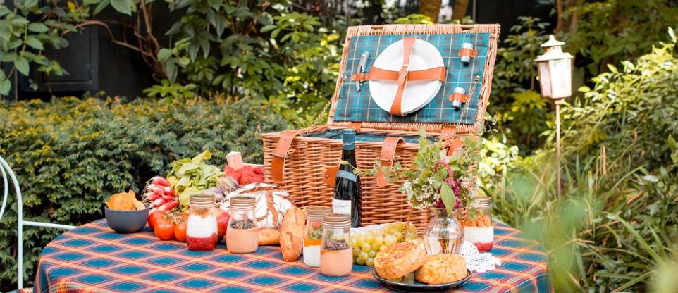 beautiful french picnic basket by les Jardins de la Comtesse